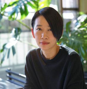 作家 西 加奈子